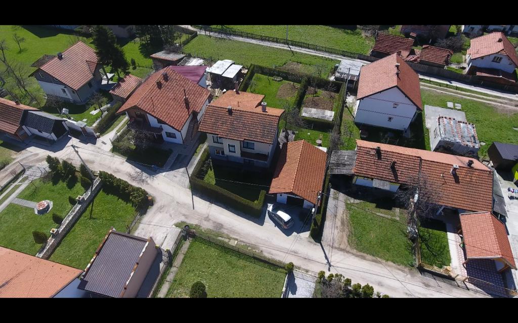 Prodaje se kuća sa okućnicom u Brezi (Mahala)