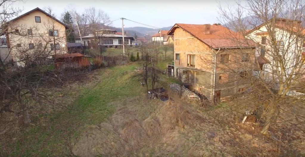 Prodaje se kuća sa zemljištem u Brezi (kod bazena)